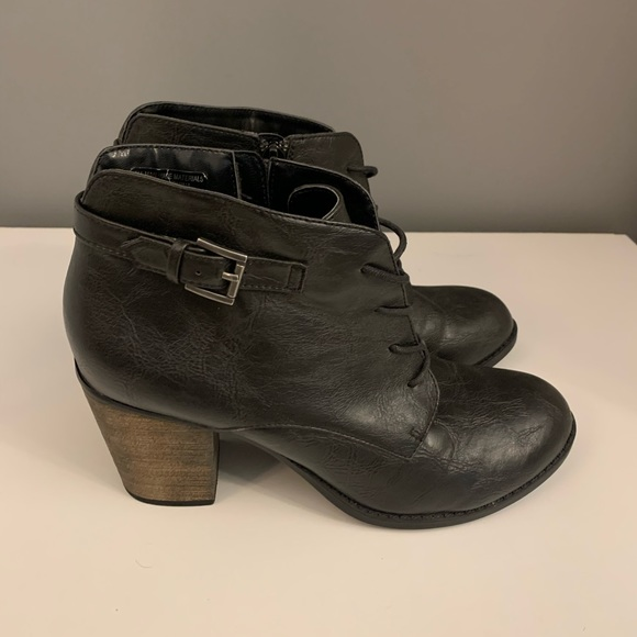Crown vintage heel bootie